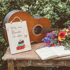 la table du livre d or sur le theme gipsy chic. LM Laure Mariage wedding planner pays basque